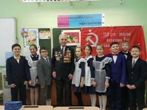 в гости к гимназистам пришёл участник Великой Отечественной войны